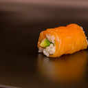 Salmon Avocado Roll 6 pieces